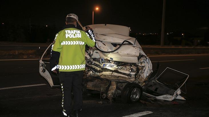 Ankara'da gece yarısı feci kaza! Araç hurdaya döndü