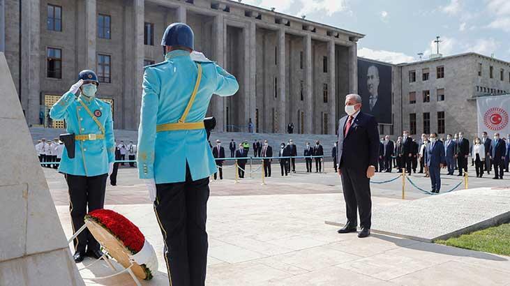 TBMM Başkanı Şentop, Atatürk Anıtı'na çelenk bıraktı