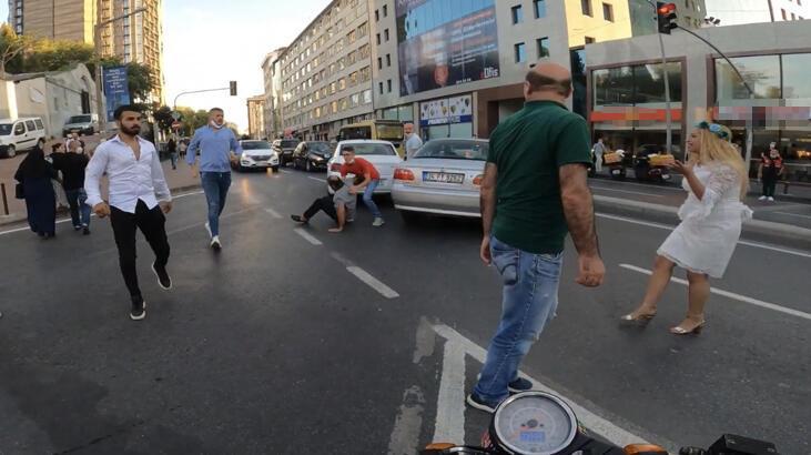 Yer: İstanbul... İki sürücü birbirine girdi!