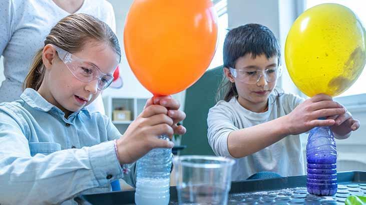 Kendini şişirebilen balonlar deneyi