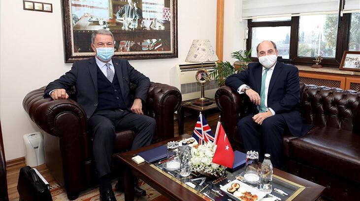 Bakan Akar, İngiliz mevkidaşı Wallace ile İstanbul'da görüştü