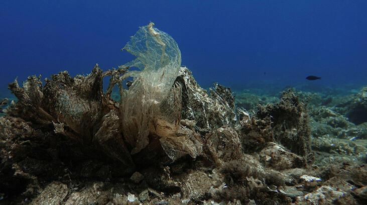 Okyanusların dibinde '14 milyon tondan fazla mikroplastik olabilir'