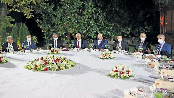 Eski Meclis başkanları yemekte buluştu