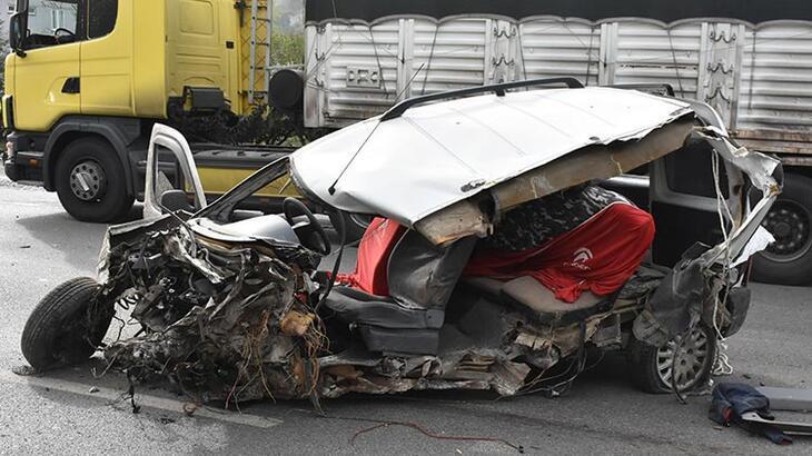 Samsun'da feci kaza! Bu arabadan sağ çıktılar