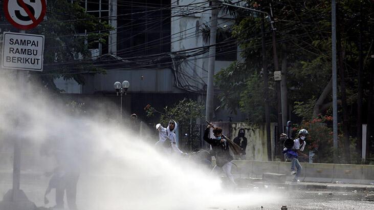 Endonezya'da yeni istihdam yasası halkı sokağa döktü!