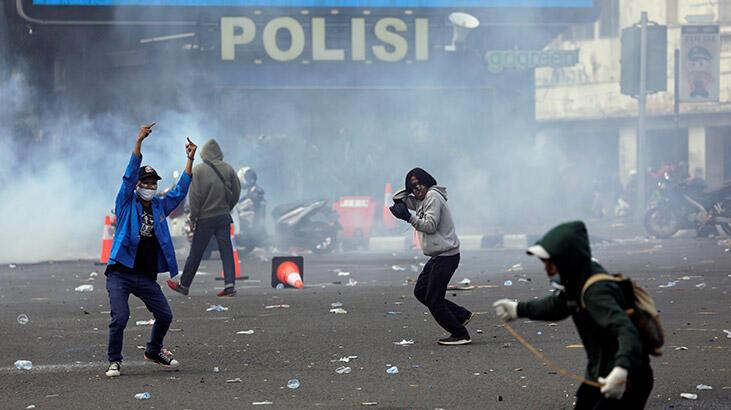 Endonezya'daki istihdam paketi karşıtı gösterilerde 3 bin 862 kişi gözaltına alındı
