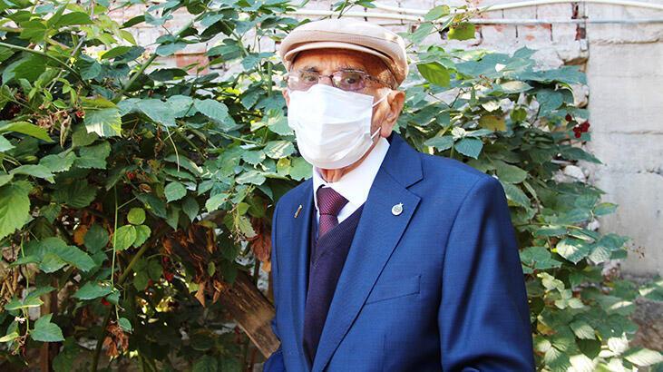 91 yaşındaki emekli öğretmen koronavirüsü yendi