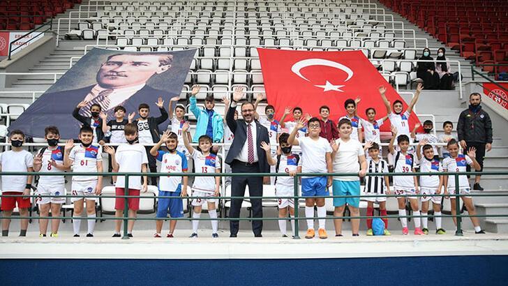 """Bakan Kasapoğlu: """"Gençler neredeyse biz oradayız"""""""