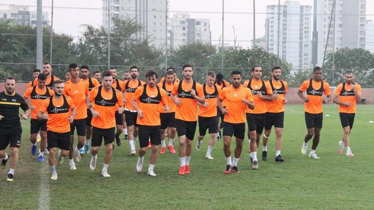 Adanaspor, milli maç arasını kamp havasında geçiriyor