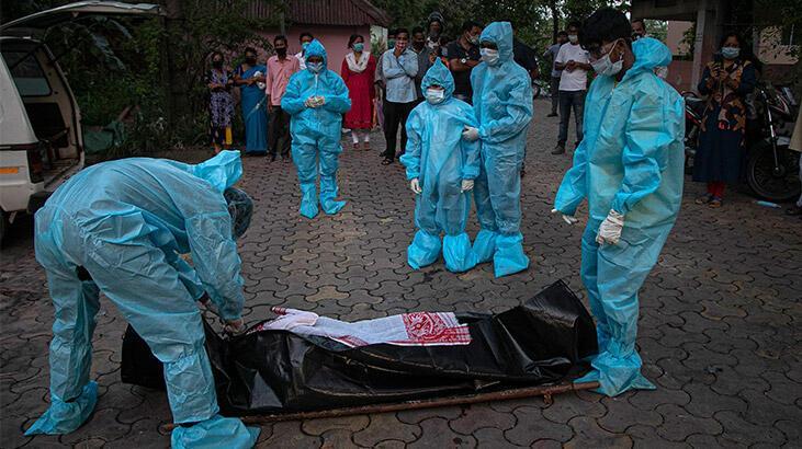 Hindistan'da 24 saatte 918 kişi daha öldü
