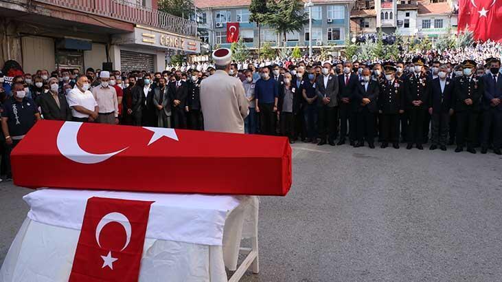 Şehit Astsubay Kıdemli Çavuş Emre Dokumacı'nın cenazesi toprağa verildi