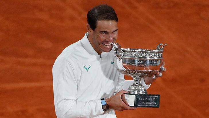 Rafael Nadal, Roger Federer'i yakaladı!