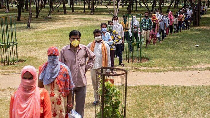 Koronavirüsten son 24 saatte Hindistan'da 816 kişi öldü
