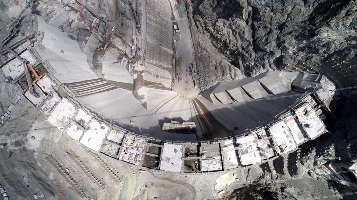 Türkiye'nin en yüksek barajı 2021'de bitiyor