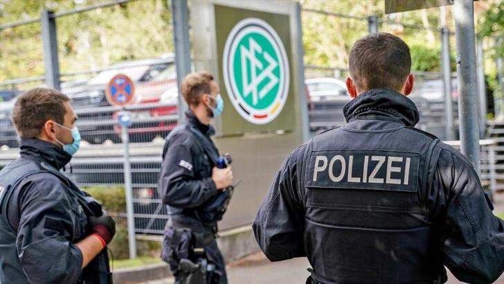 Son Dakika   Almanya'da futbol çalkalanıyor! 200 müfettişle baskın...