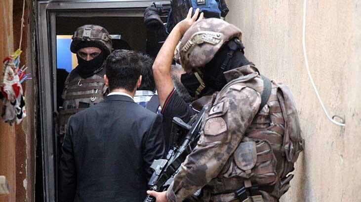 İstanbul'da sıcak dakikalar! 200 polis katıldı