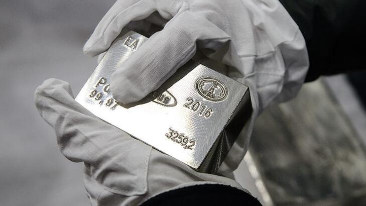 Dolar güç kazanınca altın ve gümüş düştü