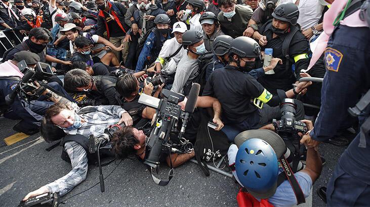 Tayland'da sokaklar karıştı!