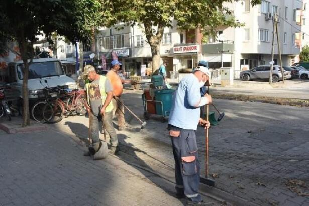Ceyhan'da temizlik çalışması hız kesmeden devam ediyor