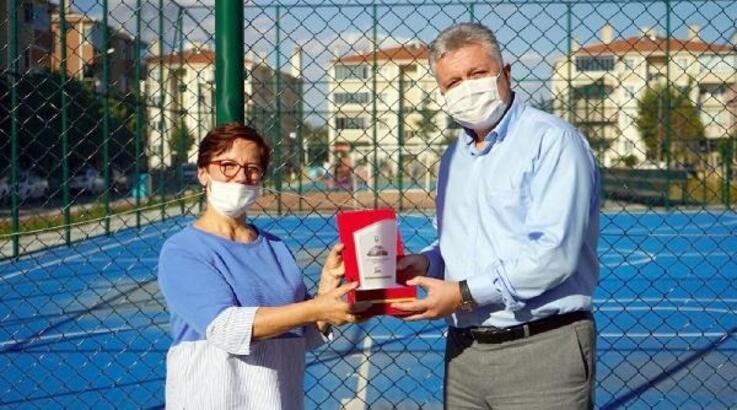 Gönüllü çöp toplayan çevreciye Gerenli'den plaket