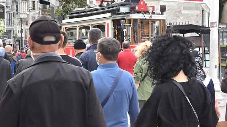 Koronavirüse rağmen Taksim'de dikkat çeken kalabalık!