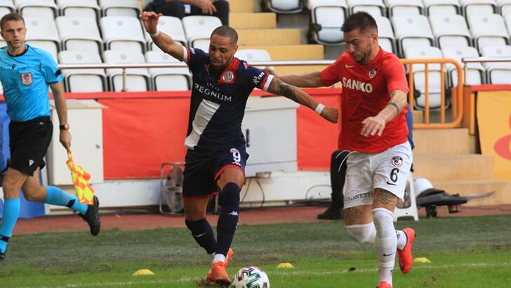 Antalyaspor'da Sidney Sam attı, atıldı!