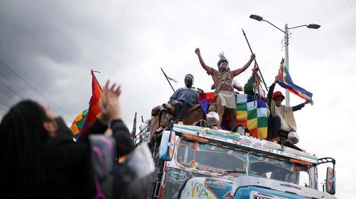 Kolombiya'da yerliler artan şiddet olayları nedeniyle hükümeti protesto etti