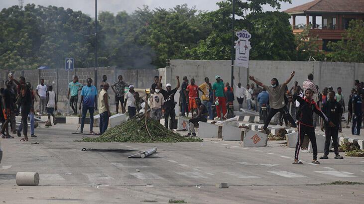 Nijerya'da protestoculara karşı düzenlenen silahlı saldırıda 30 kişi yaralandı