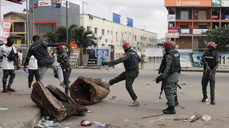 Son dakika... Nijerya'da ordu sokağaindi!