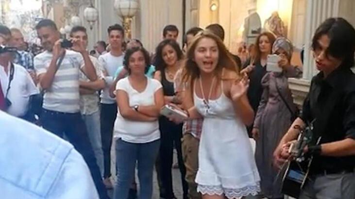 Aleyna Tilki yıllar önce Taksim'de şarkı söylemiş