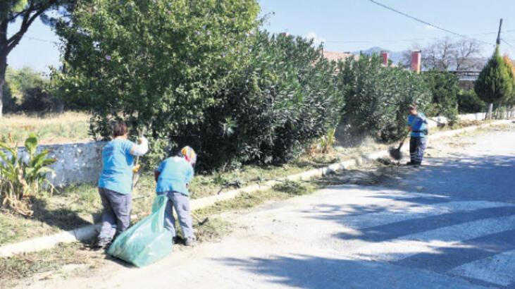 Sokaklarda temizlik çalışmaları sürüyor