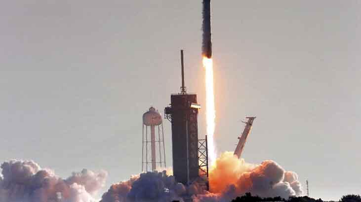 SpaceX sürmekte olan Starlink görevi için 60 uydu daha fırlattı