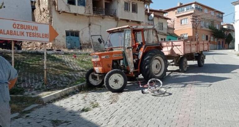 Traktörle çarpışan bisikletli çocuk yaralandı