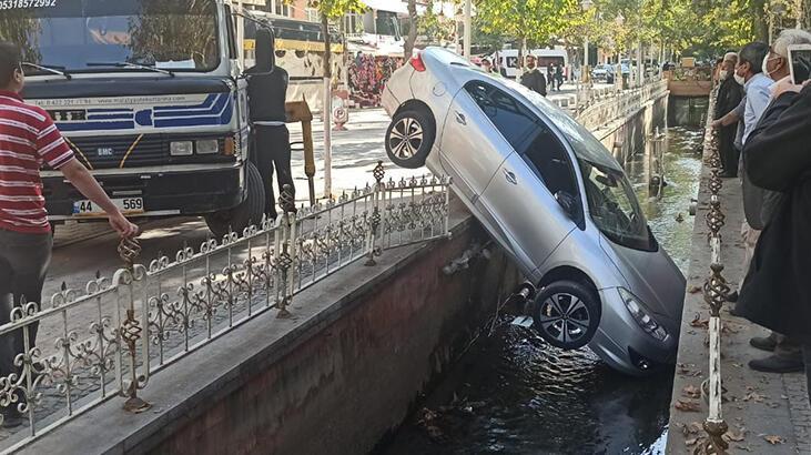 Su kanalına düşen araçtan yara almadan kurtuldu!