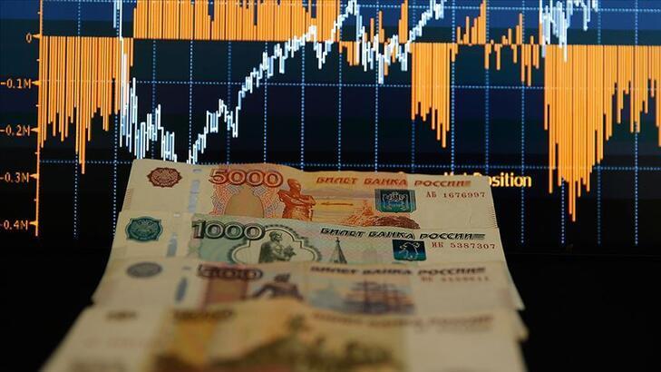 Rus ekonomisinin yüzde 4 daralması bekleniyor