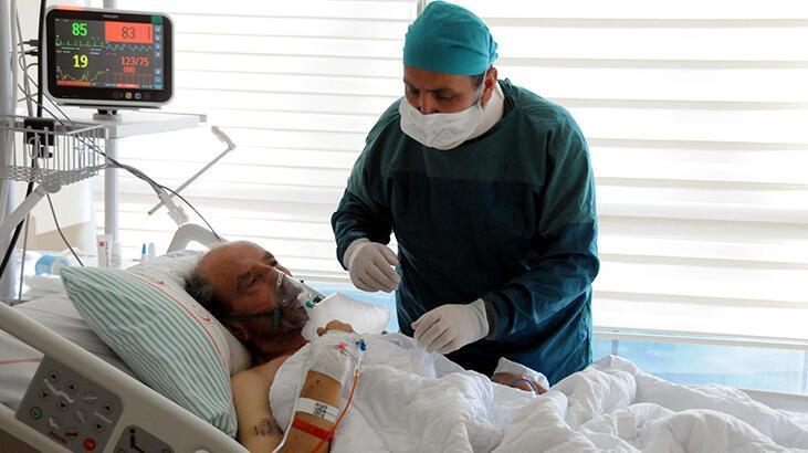 Pandemi ile mücadele eden doktor, koronavirüsten babasını kaybetti
