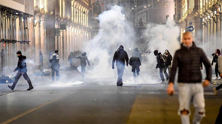 İtalya'da koronavirüs kısıtlamaları protesto edildi: 12 gözaltı
