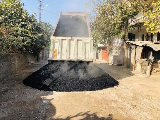Ceyhan'da asfalt çalışmaları devam ediyor