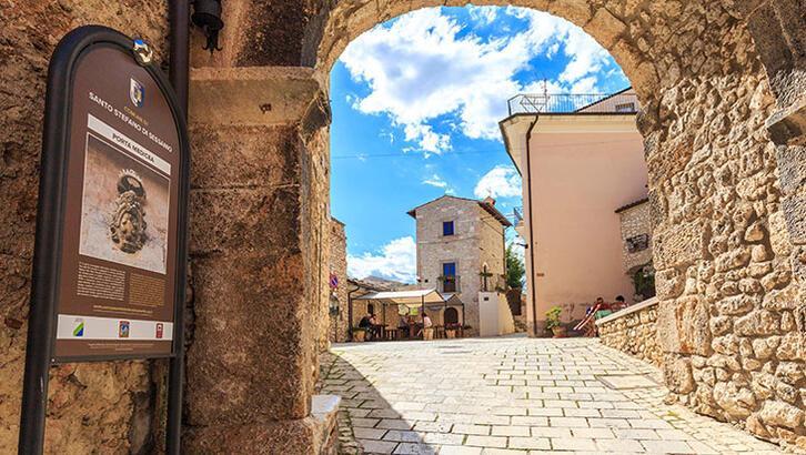 Güney İtalya'daki bu kasabaya taşınana büyük ikramiye