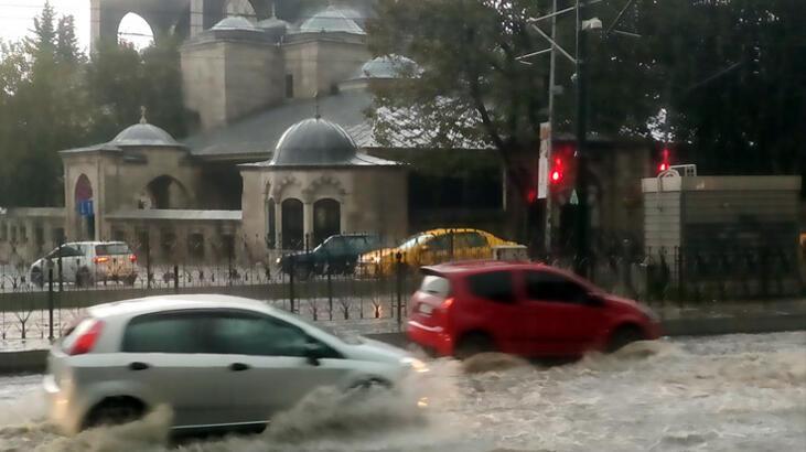 İstanbul'un Avrupa Yakası'nda sağanak etkili oldu