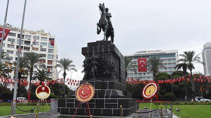 29 Ekim, İzmir'de resmi törenle kutlandı
