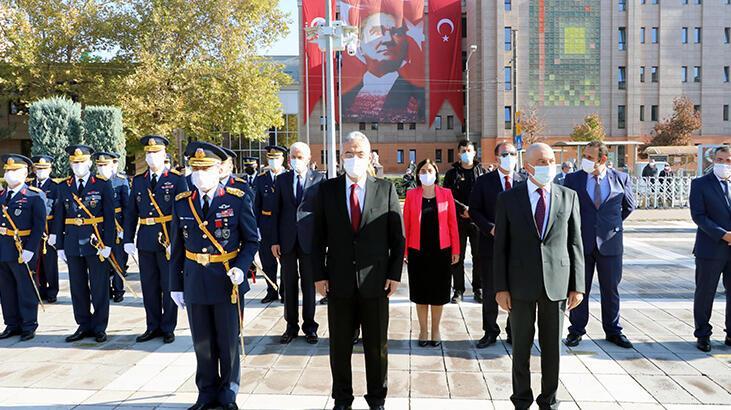 Eskişehir'de 29 Ekim Cumhuriyet Bayramı törenle kutlandı