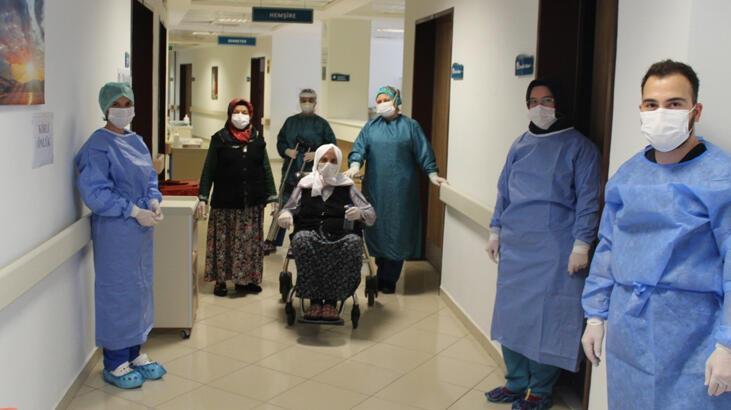 Sakarya'da yaşayan 110 yaşındaki Hamide nine Kovid-19'u yendi