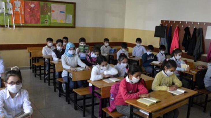 İzmir'deki depremin ardından okullarla ilgili flaş açıklama!