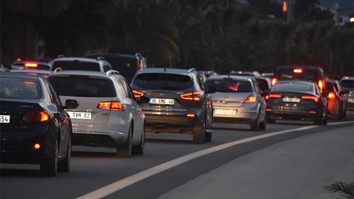 İzmir'de deprem sonrası araç girişine kısıtlama