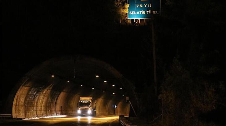 Deprem nedeniyle tedbiren kapatılan 75. Yıl Selatin Tüneli ulaşıma açıldı