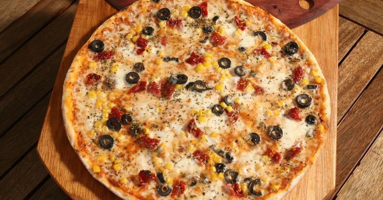 Pizza tarifi   Pizza hamuru yapımı, malzemeleri nelerdir?