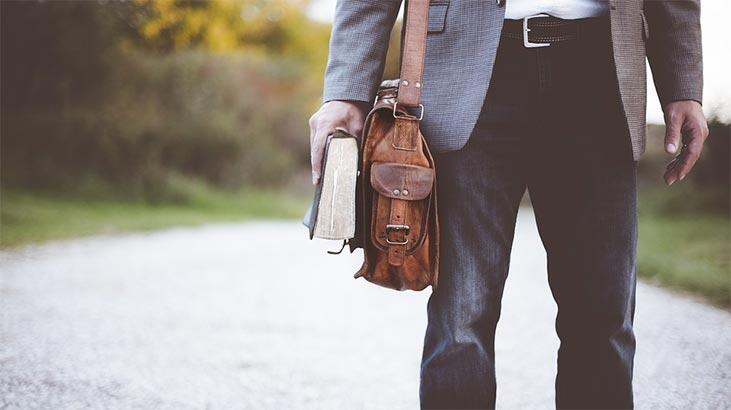Edebiyat Öğretmeni Nasıl Olunur? Edebiyat Öğretmenliği Mezunu Ne İş Yapar?
