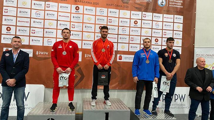 Milli güreşçiler Polonya'da 34 madalya kazandı