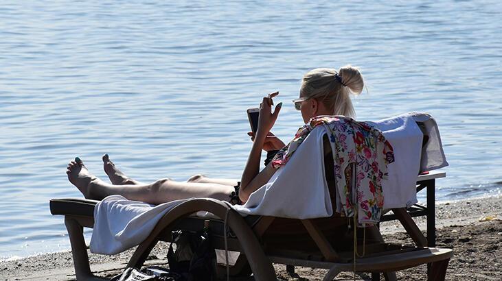 Pastırma yazının yaşandığı Marmaris'te Kasım'da deniz keyfi!